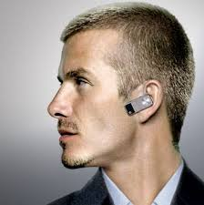 Why You Shouldn't Wear a Bluetooth Earpiece While Shopping